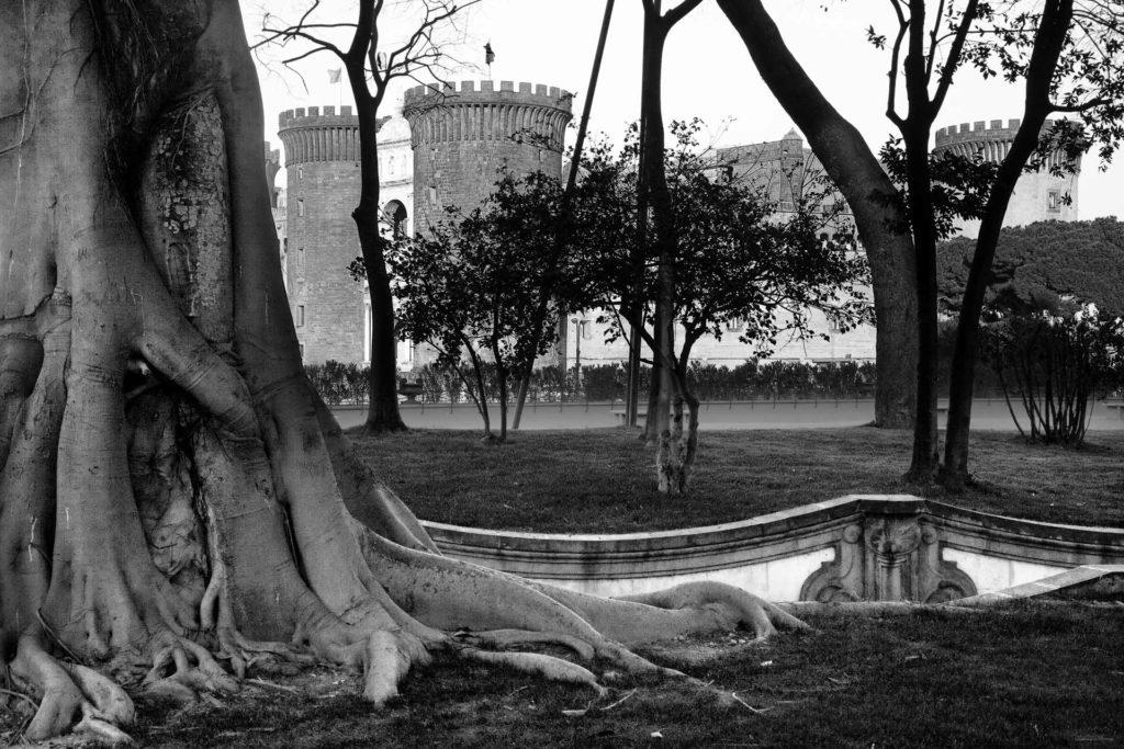 napoli in bianco e nero castello maschio angioino