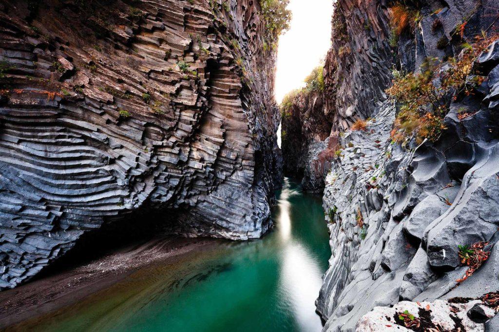 fotografia di paesaggio, fiume, vulcanico, gole, acua verde