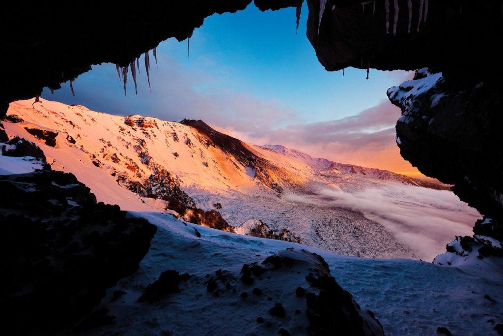 fotografia di paesaggio, vulcano, lava, neve, e grotta
