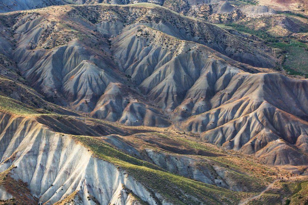 foto aerea, colori, montagne luce d'estate