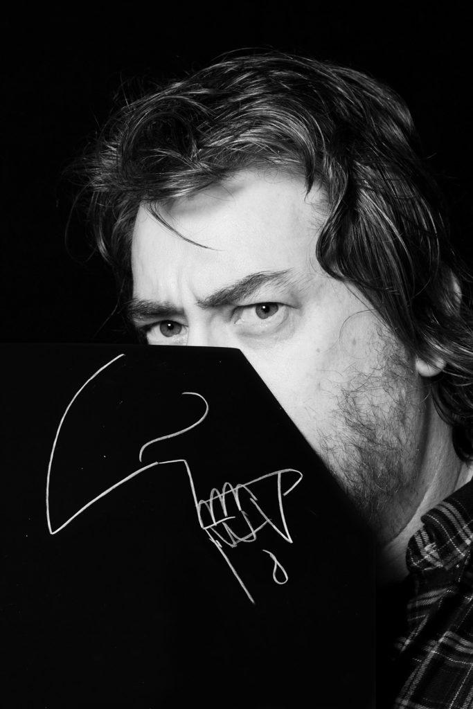 ri-tratti i protagonisti del fumetto fotografati da simone florena, Simon Bisley